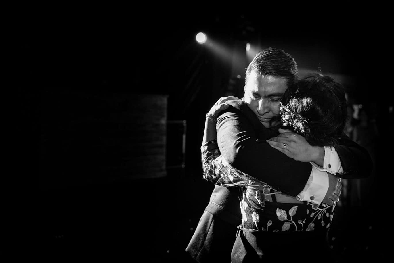 fotografía bodas emotiva baile novio con su madre